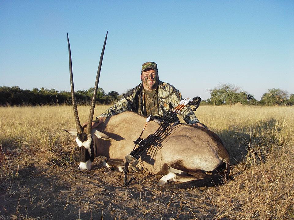 bowhunting-trophy-gemsbok-Namibia.jpg