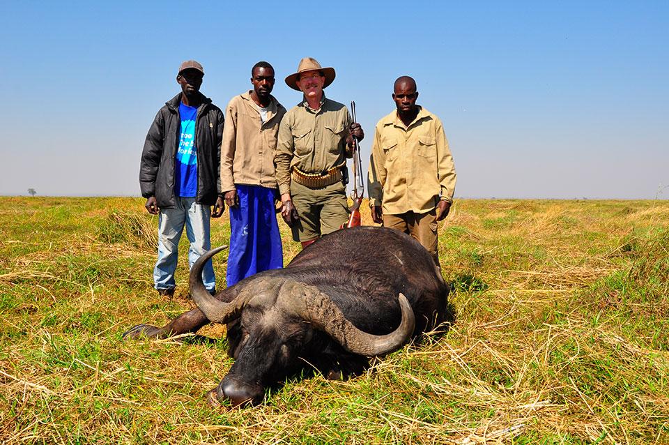 Cape-Buffalo-Hunting-Safaris-in-Africa.jpg