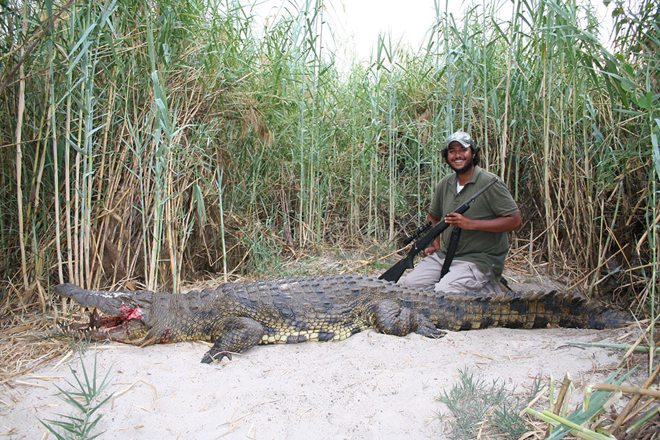 15-foot-crocodile-trophy-Africa.jpg