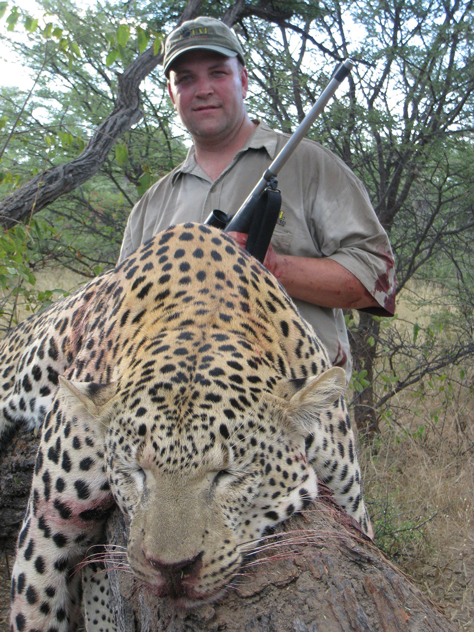African-trophy-leopard-hunting-in-Namibia.jpg