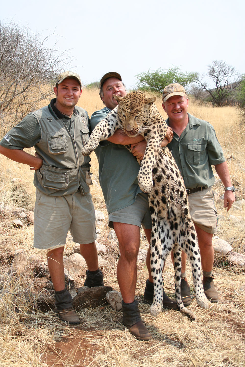 professional-hunter-for-trophy-leopard-in-Africa.jpg