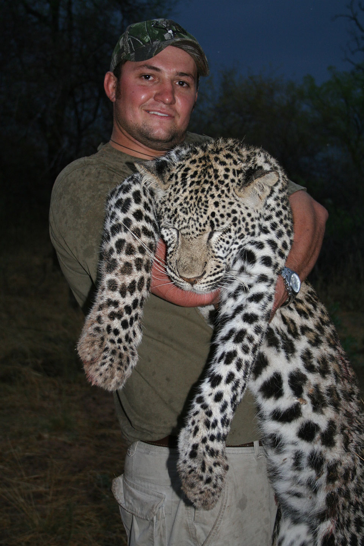 trophy-leopard-hunts-africa.jpg
